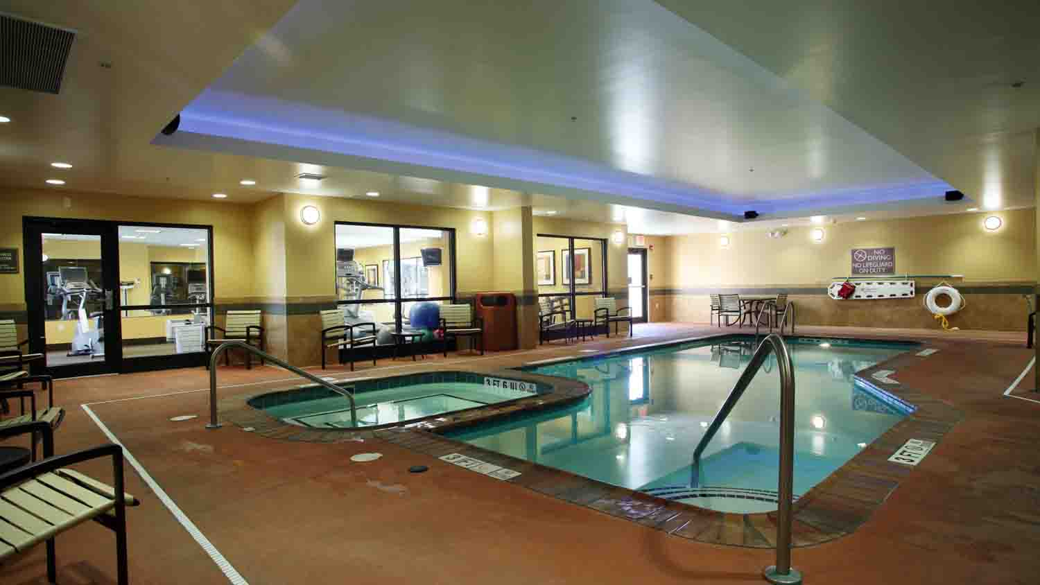 Comfort Suites Indianapolis City Centre 4