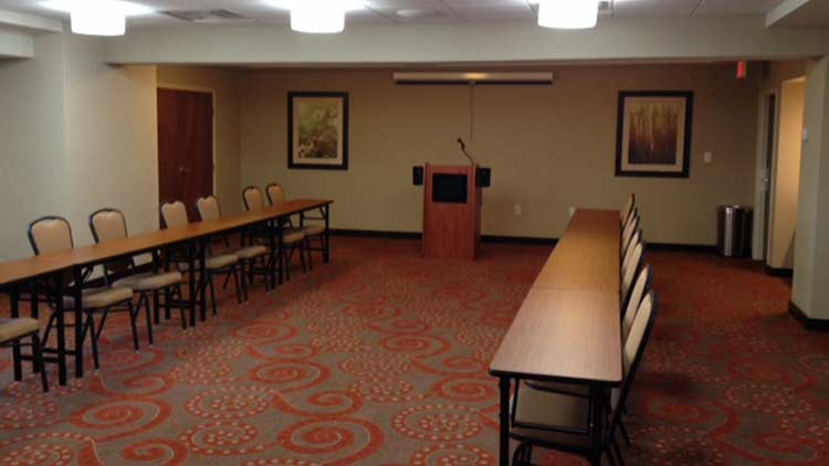 Holiday Inn Express & Suites West Indianapolis Airport 7