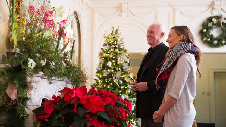 Christmas at Lilly House - Holiday in Bloom 4