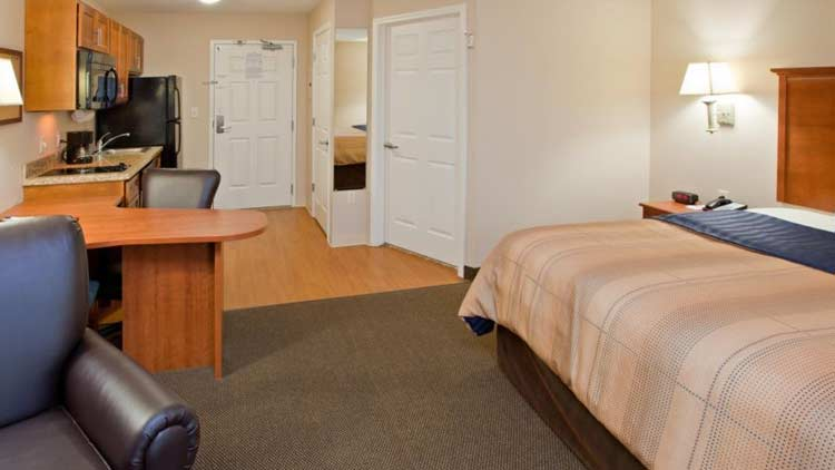 Candlewood Suites Indianapolis East 1