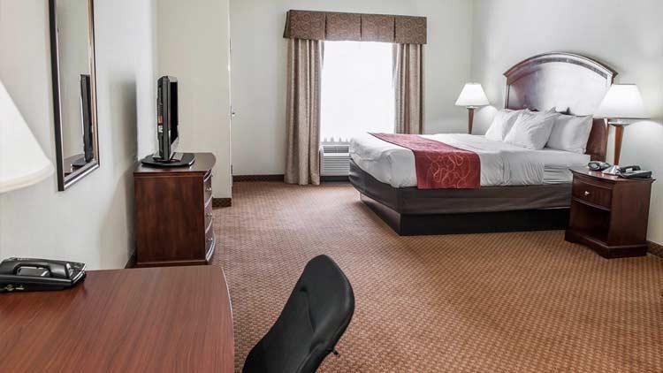 Comfort Suites Indianapolis Airport 4