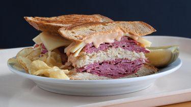 Shapiro's reuben sandwich (1) 375x211
