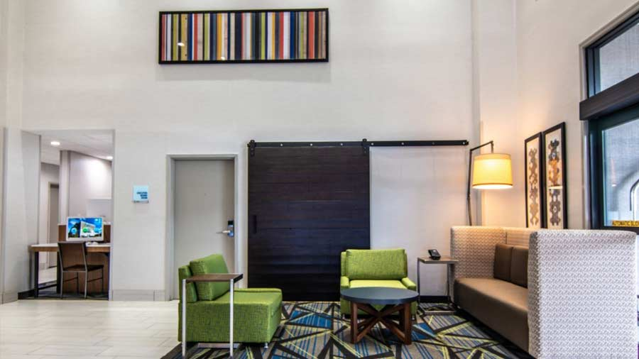 Holiday Inn Express & Suites Indianapolis Northwest 2