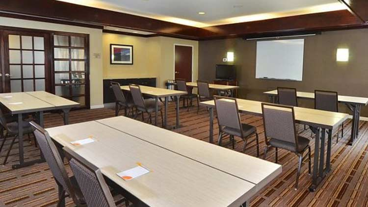 Courtyard by Marriott Indianapolis South 1