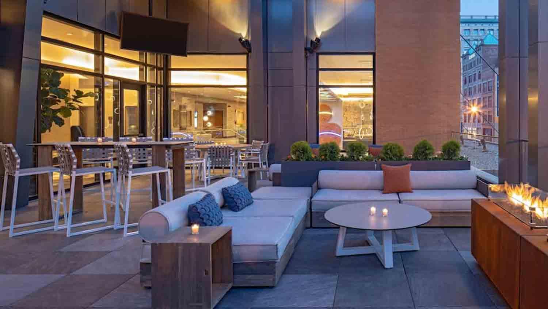 Pivot Bar & Balcony